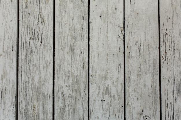 Oude houten deur met peeling en gebarsten verf.