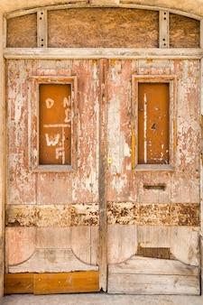 Oude houten gesloten deurachtergrond