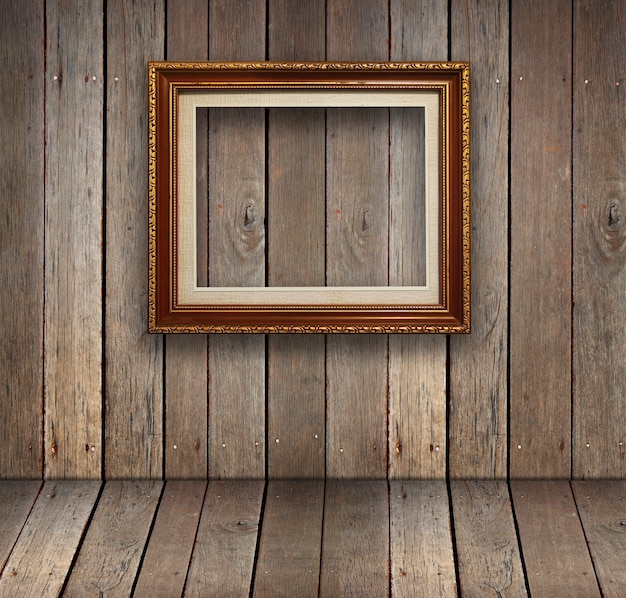 Oude houten kamer met gouden frame achtergrond.