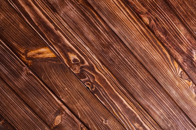Oude houten muur, bruin geverfd, buiten verweerd