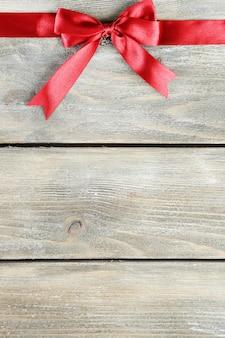 Oude houten ondergrond met mooie strik
