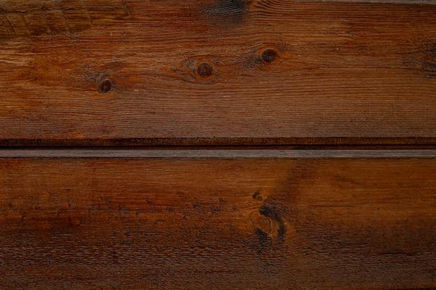 Oude houten textuur, oppervlak met horizontale scheuren, slijtage en donkere vlekken.