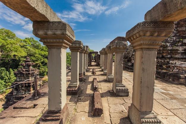Oude kasteel in cambodja genaamd angkor wat, angkor thom