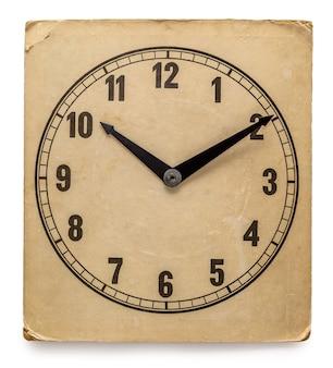 Oude klok geïsoleerd op wit - oude vintage wijzerplaat