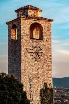 Oude klokkentoren in de stad van bar