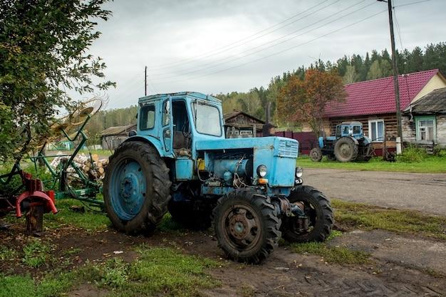 Oude machines voor veldwerk