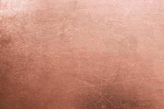 Oude messing of koperachtergrond, textuur van uitstekende oranje meta