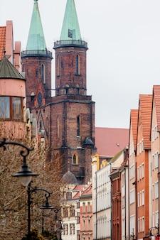 Oude middeleeuwse toren van de kathedraal kerk