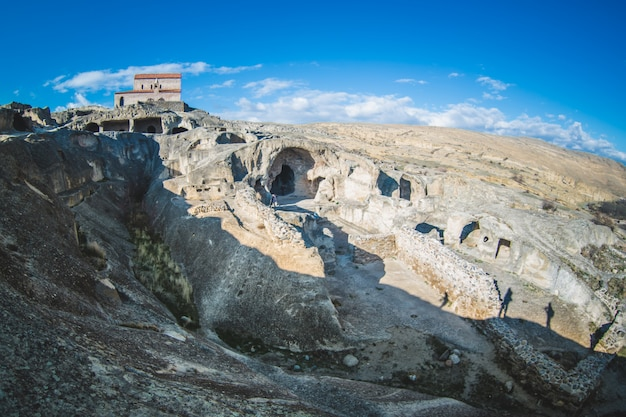 Oude orthodoxe kerk in antieke grot stad uplistsikhe, georgië