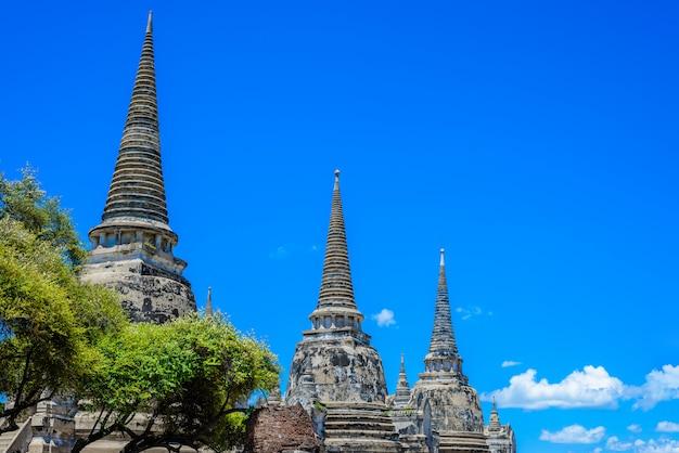 Oude pagode in wat phrasisanpetch (phra si sanphet). de historische stad van ayutthaya, thailand