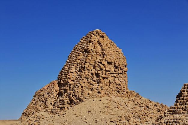 Oude piramides van nuri in de sahara, soedan,