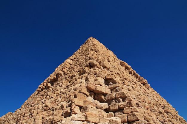Oude piramides van nuri in sahara desert, sudan
