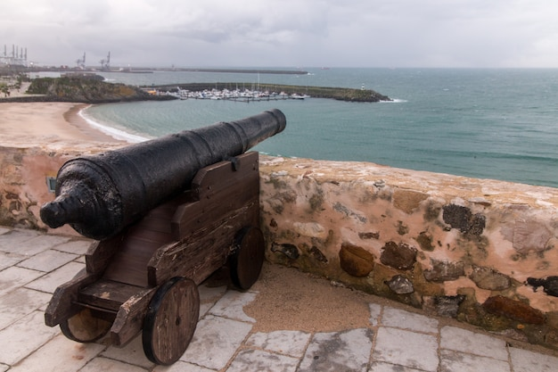 Oude portugese militaire canon