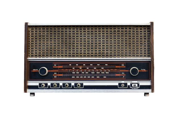 Oude radio geïsoleerd op een witte achtergrond.
