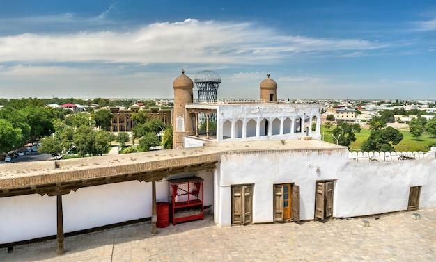 Oude residentie van emir bij het fort van de ark in bukhara, oezbekistan. centraal-azië
