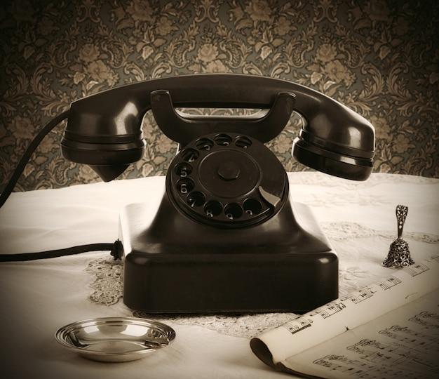 Oude retro bakeliettelefoon