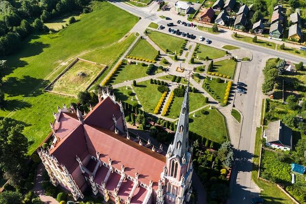 Oude retro kerk van de heilige drie-eenheid in gerviaty, regio grodno, wit-rusland