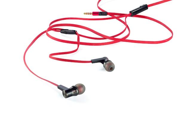 Oude rode oortelefoons geïsoleerd