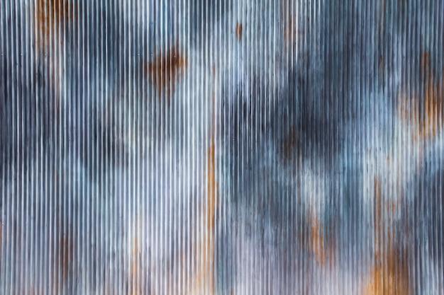Oude roestige gegalvaniseerde zink grunge achtergrond en textuur