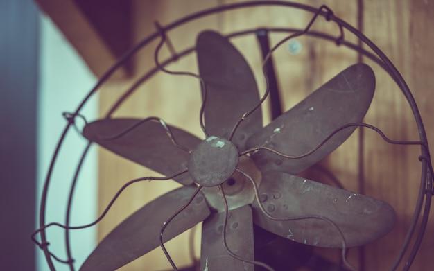 Oude roestige metalen ventilator