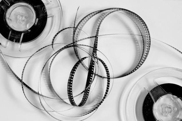 Oude rollen met zwart-witfilm van een amateurfilm