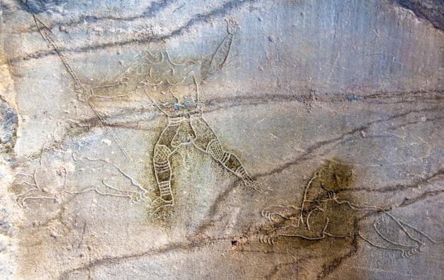 Oude romeinse gravures op een muur van colosseum in rome