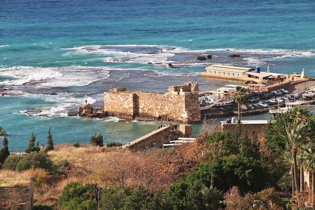 Oude romeinse ruïnes in de stad byblos in libanon