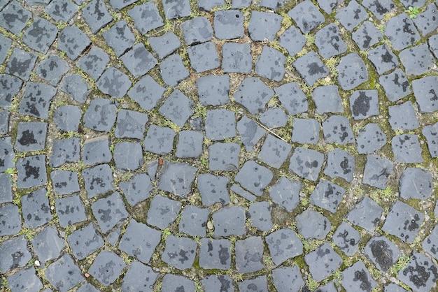 Oude ronde straatstenen van grijze stenen
