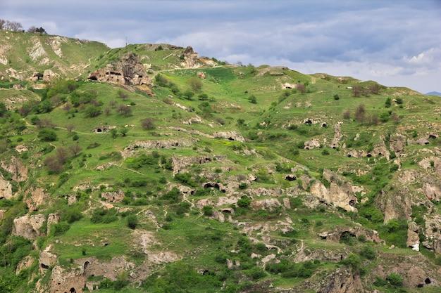Oude ruïnes in de bergen van de kaukasus, armenië