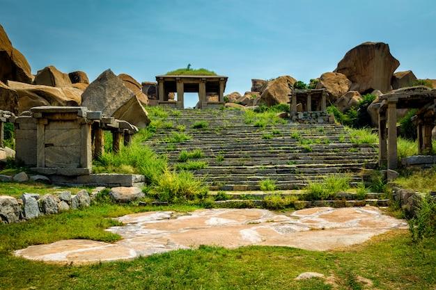 Oude ruïnes in hampi, india