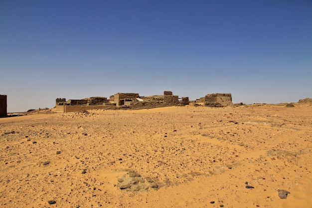 Oude ruïnes, oude dongola in soedan, sahara deser, afrika