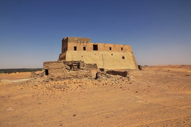 Oude ruïnes, oude dongola in soedan, sahara woestijn, afrika,