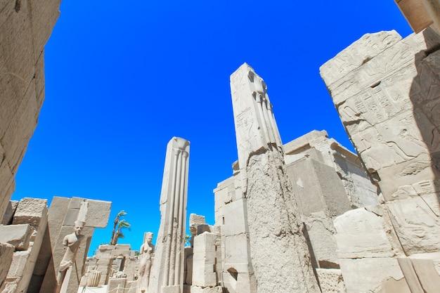 Oude ruïnes van de tempel van karnak in egypte