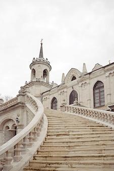 Oude russische neogotische kerk