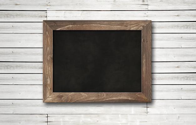 Oude rustieke zwarte bord geïsoleerd op wit