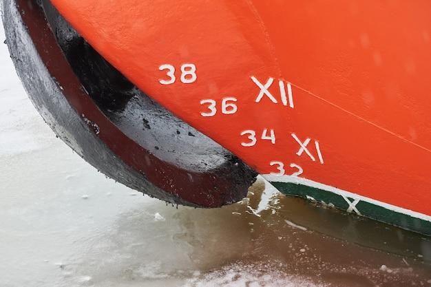 Oude scheepsdiepgang op romp, schaalnummering