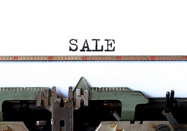 Oude schrijfmachine met tekst verkoop