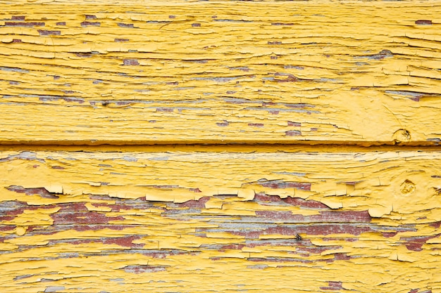 Oude shabby gele verf op het bord