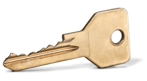 Oude sleutel geïsoleerd op wit