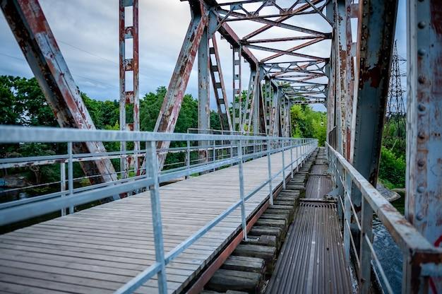 Oude spoorbrug omgebouwd tot voetgangersbrug