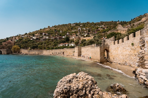 Oude stad aan de kustlijn alanya