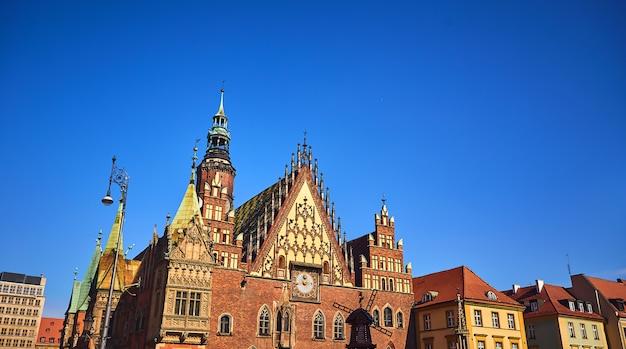 Oude stadhuis op het marktplein in wroclaw, polen