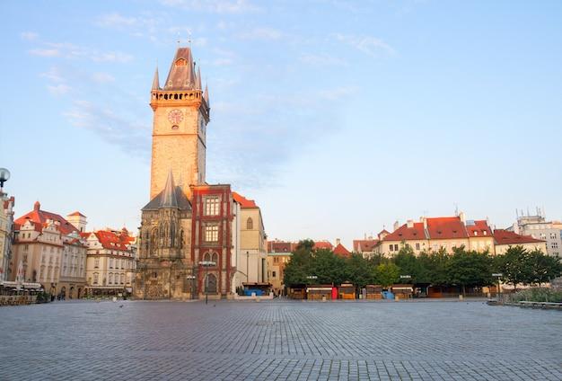 Oude stadsplein met stadhuis van praag, tsjechië czech