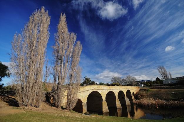 Oude steenbrug dichtbij richmond in tasmanige australië