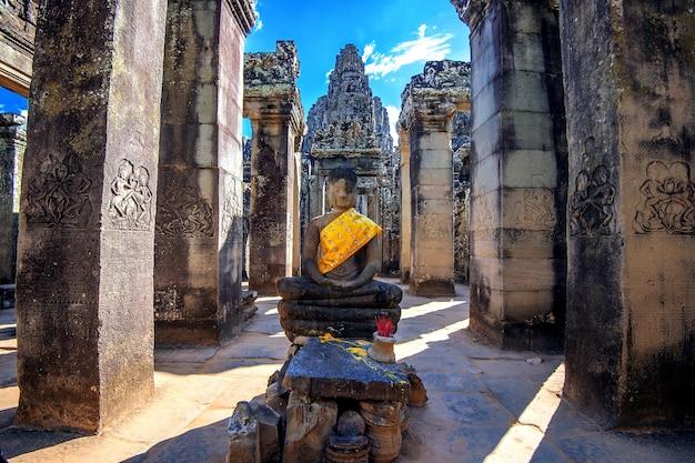 Oude stenen gezichten van bayon tempel, angkor wat, siam reap, cambodja.