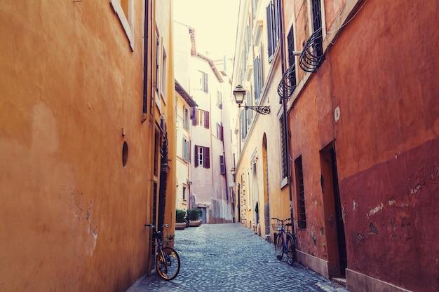 Oude straat in het oude rome, italië.