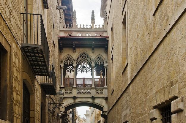 Oude straat van barrio gotico in barcelona