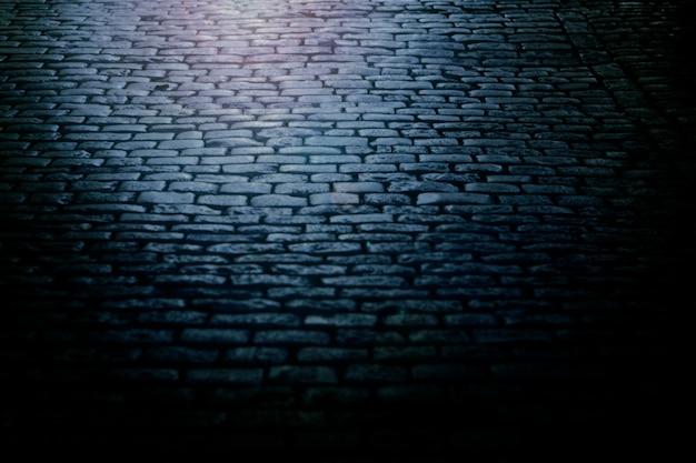 Oude straatstenen 's nachts.