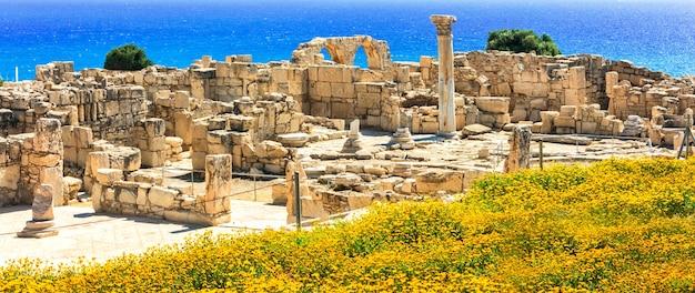 Oude tempels en turkooizen zee
