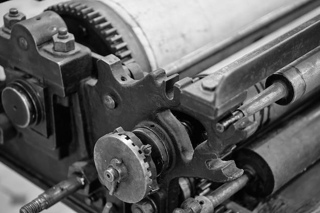 Oude typografie drukmachine. lawaai.